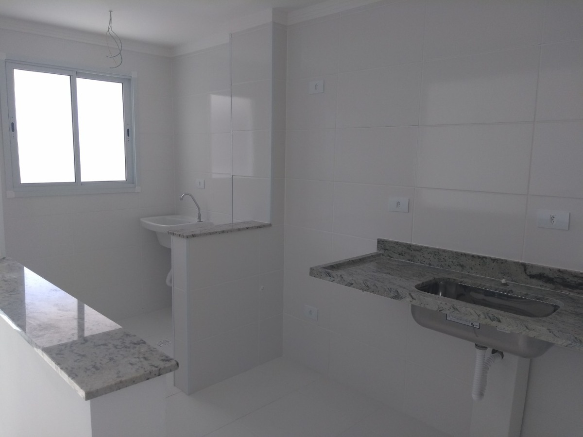 apto novo 02 dormitórios, frente mar  (1095)