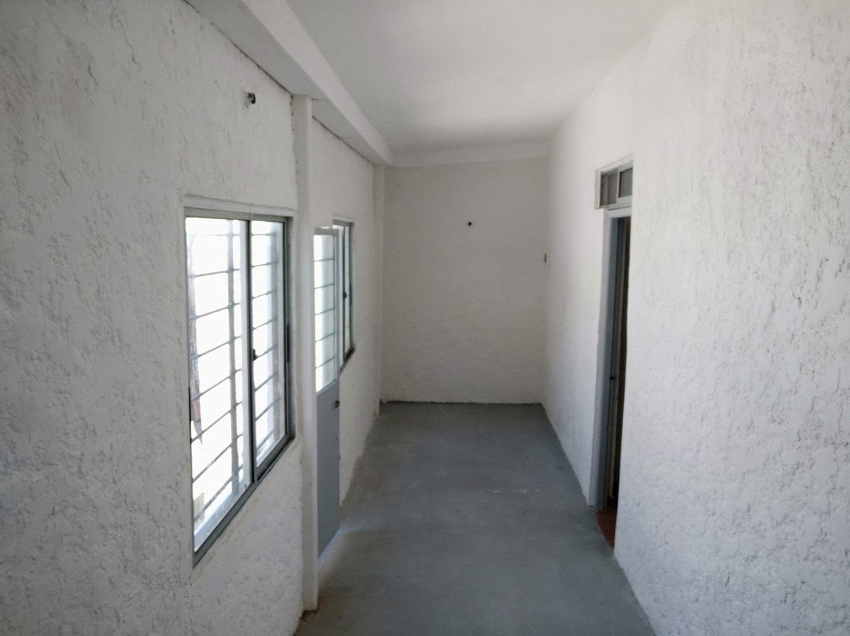 apto tipo casa de 2 dormitorios a metros de agraciada sin gc