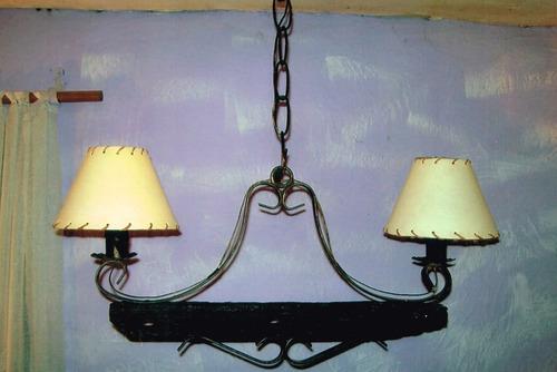 araña de hierro  y madera rustica de 2 luces