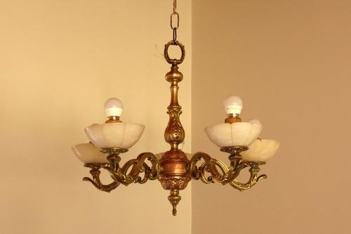 araña francesa de bronce con tulipas de alabastro. 5 luces