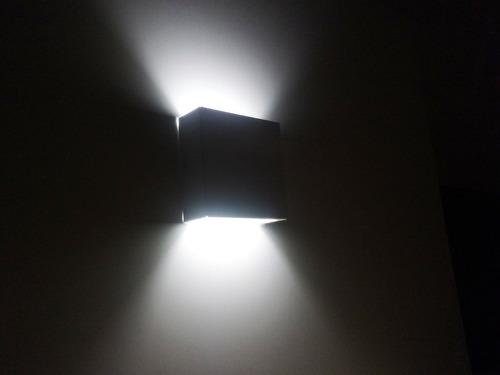 arandela parede/muro luz indireta alumínio branca