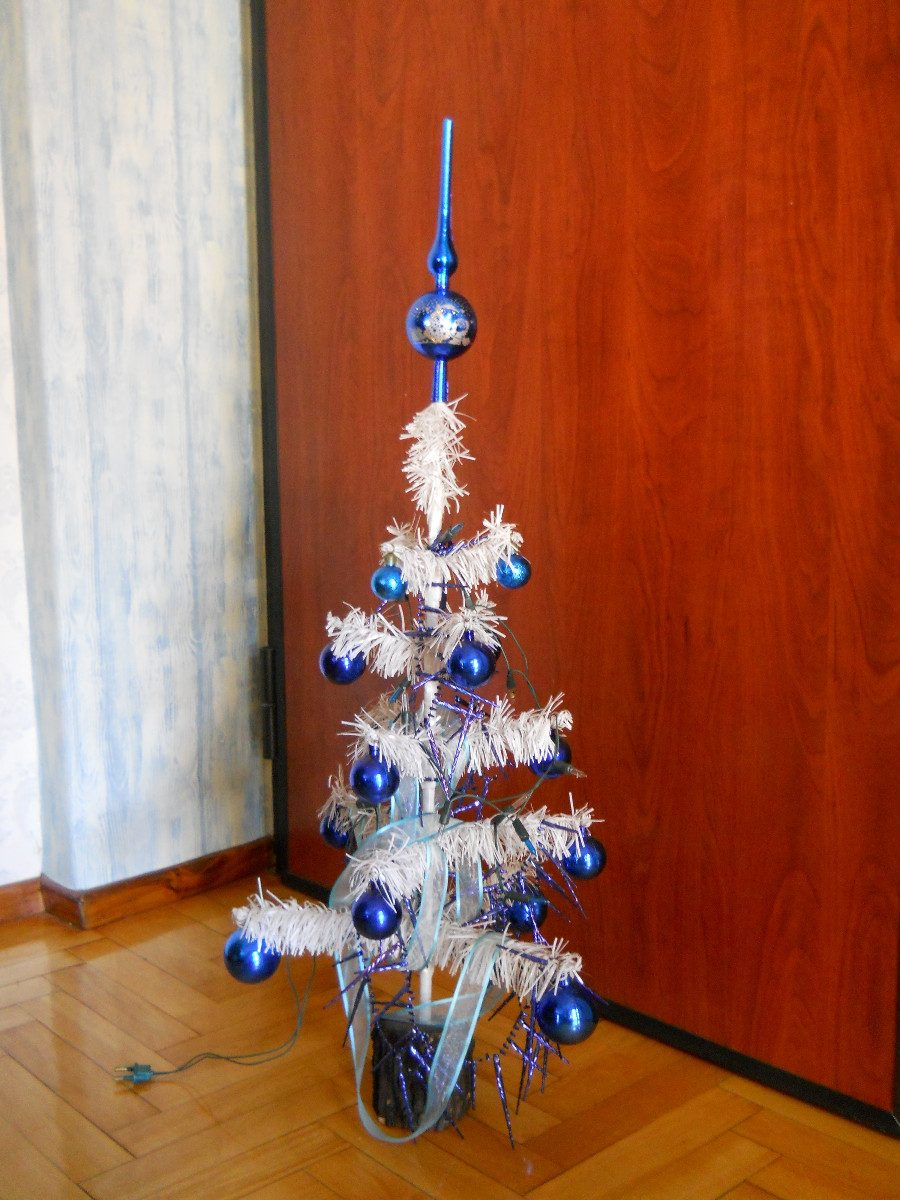Arbolitos de navidad decorados awesome arbol de navidad tematico las personas estn decorado - Imagenes de arboles de navidad decorados ...