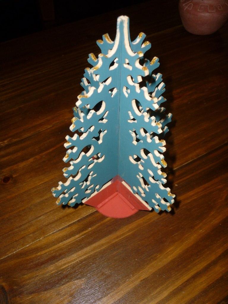 Rbol de navidad en madera calada 200 00 en mercado libre - Arboles de navidad de madera ...
