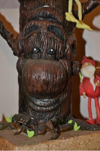 árbol y duendes en porcelana fría