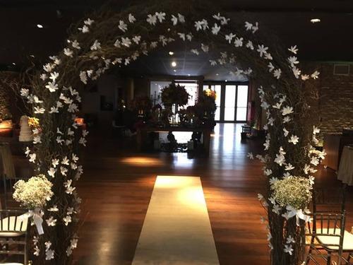 arco de galhos e flores - locação montagem e desmontagem
