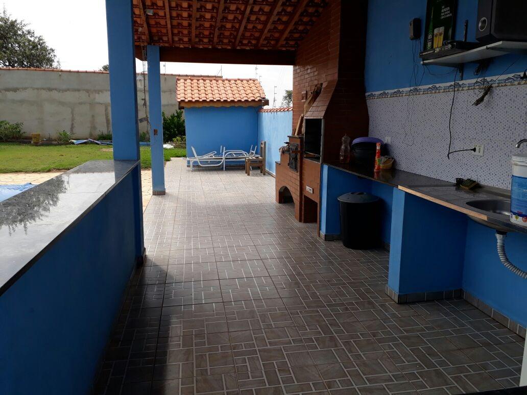 área de 1.000 m², em condomínio fechado,ótima localização.