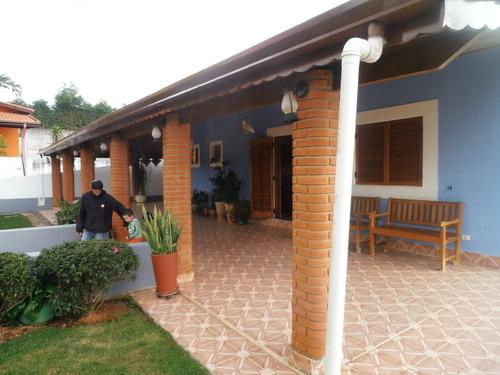 área de 2.000 m², casa com 3 dormitórios em condomínio !!