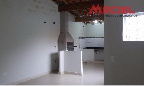 area de serviço - fundo com dormitorio e wc