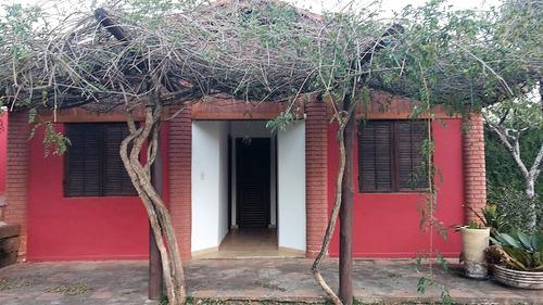 área do terreno de 2.643,62 m², casa com sala de 2 ambientes