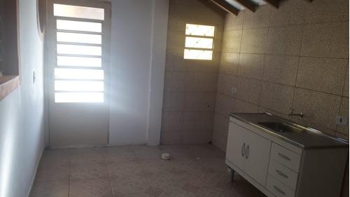área total 2.000 metros quadrados, condomínio fechado.