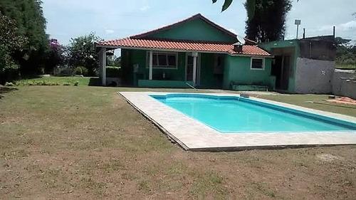 área total de 1.000 m², casa com 2 dormitórios e piscina !!