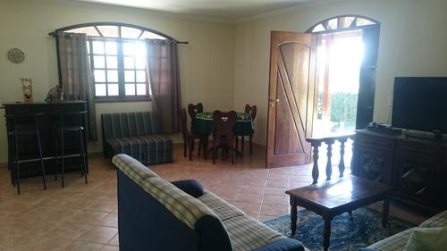 área total de 1.000 m², casa com 3 dormitórios sendo 1 suite