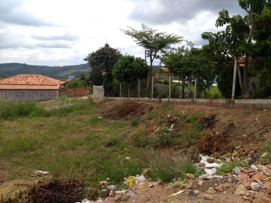 área total de 1.125 m², terreno em condomínio fechado.