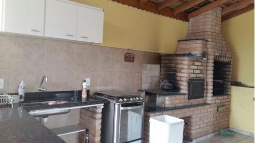 área total de 1.200 m², casa sede em fino acabamento !!