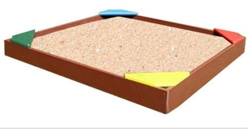 arena hipoalergenica + arenero de pino + juguetes de playa