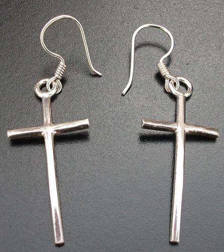 aretes de cruz esbelta fina en plata solida ley .925