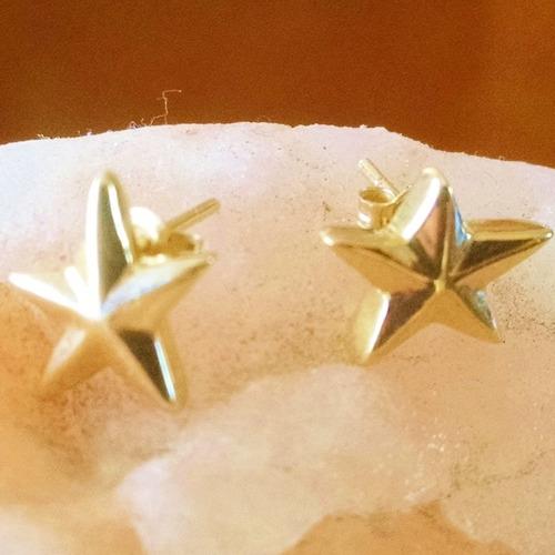aretes en forma de aretes estrella en oro sólido de 14k