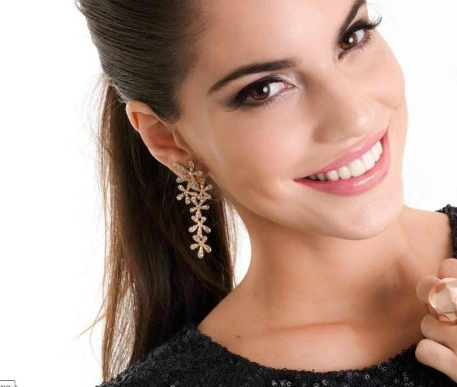 Aretes Flores Con Cristales Para Vestido De Fiesta En Stock - S/ 35,00 en Mercado Libre