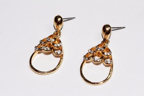 aretes moda dama dorado gota aro y cristales blancos ar825