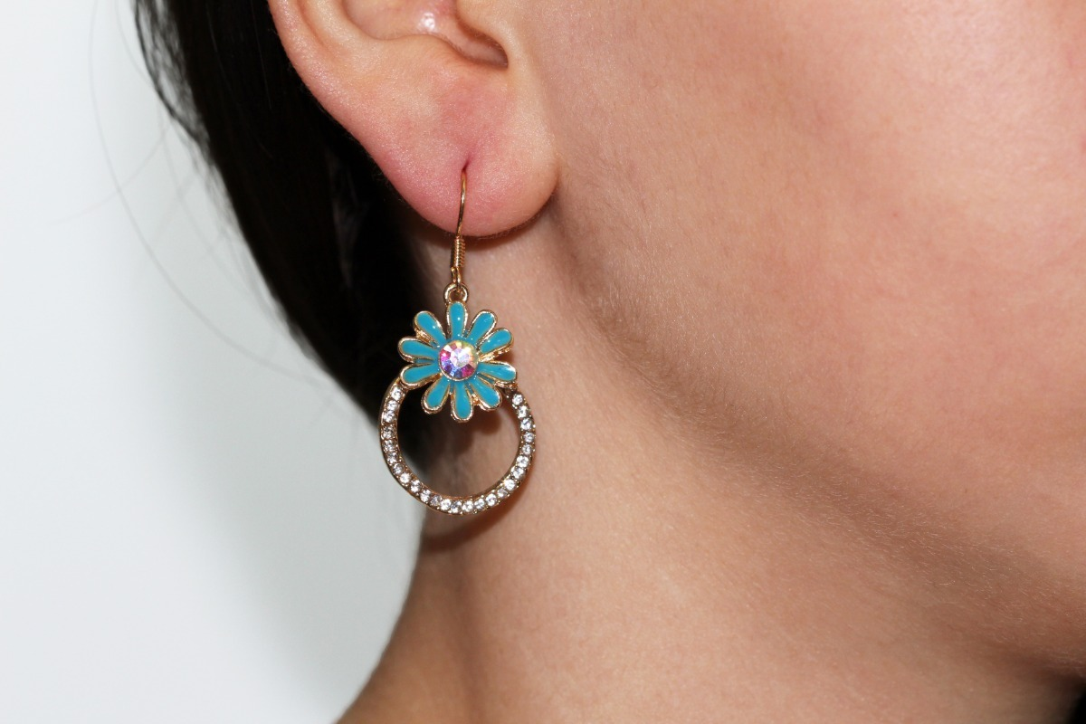 03a0469960f7 aretes moda flor azul cristal tornasol dama bisuteria ar915. Cargando zoom.