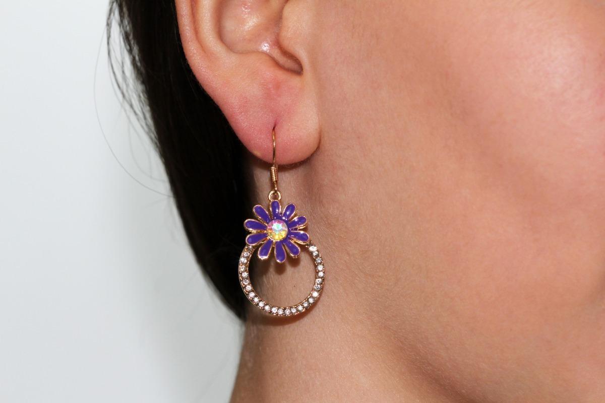 7a521208bbc7 aretes moda flor lila cristal tornasol dama bisuteria ar913. Cargando zoom.