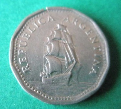 argentina 1965 moneda de 5 pesos fragata