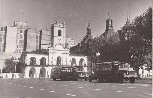 argentina peronismo fotografia de prensa camiones militares