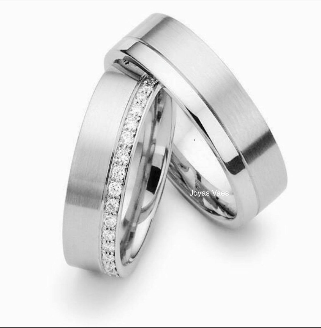 dd23d5fd8b06 argollas matrimonio oro 18k linea piedras confort fit. Cargando zoom.