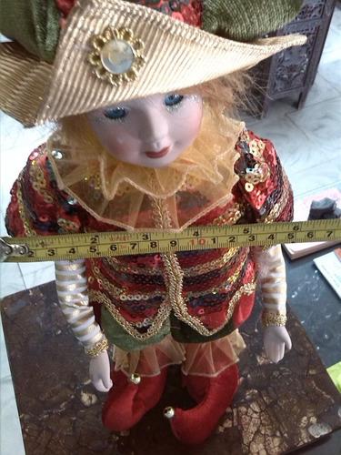 arlequin de cuerda musical con cara en porcelana y moviento