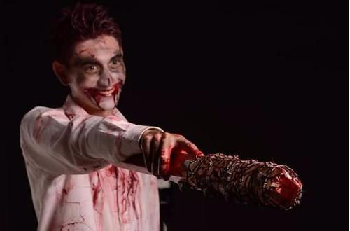 arma lucellethe walking dead, zombie dead, halloween disfraz