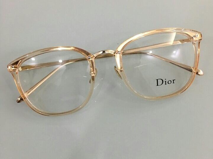 bdb3172e58f89 Armação De Grau Dior Dourado Quadrado Feminino Lançamento - R  120,00 em  Mercado Livre