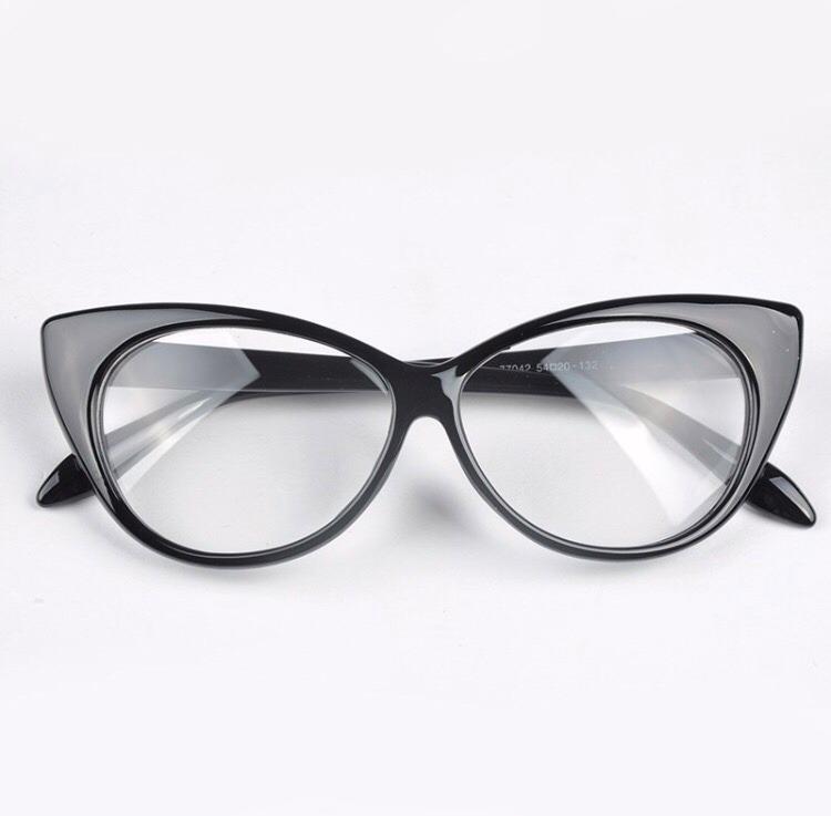1d3c853053914 Armação De Óculos De Grau Feminina Secretaria Gato Onça - R  48