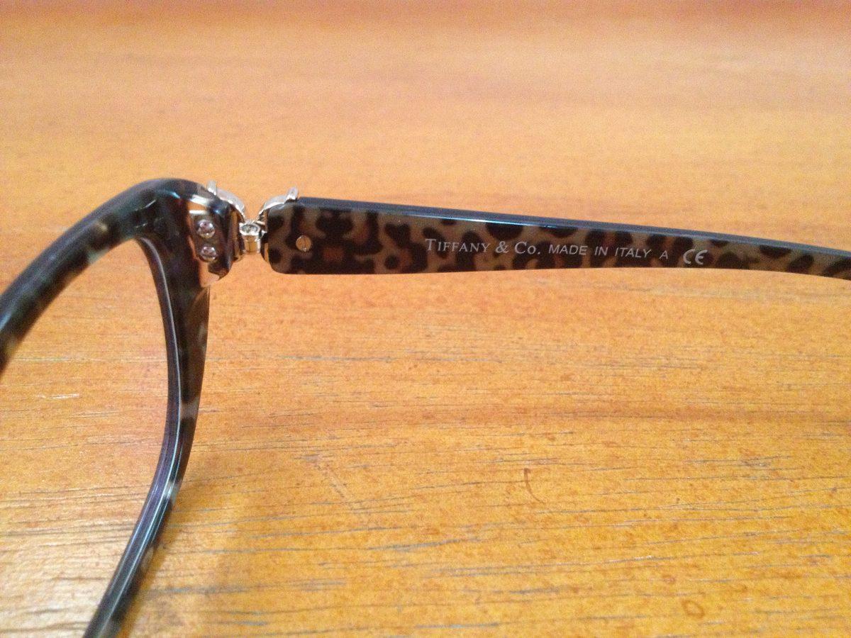 addc6898e9de5 armação de óculos tiffany   co. acetato preto com azul onça. Carregando  zoom.