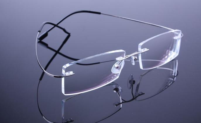7dc9d9284826b Armação Discreta Grafite Invisível Óculos Grau Titanium A575 - R  69 ...