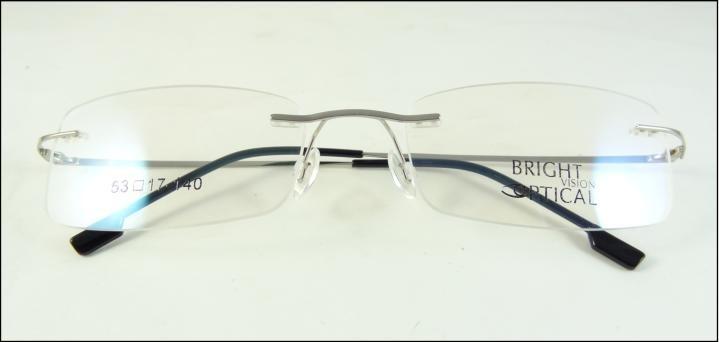 48004f9422e14 Armação Óculos De Grau Prata Confortavel Leve Titanium A438 - R  69 ...