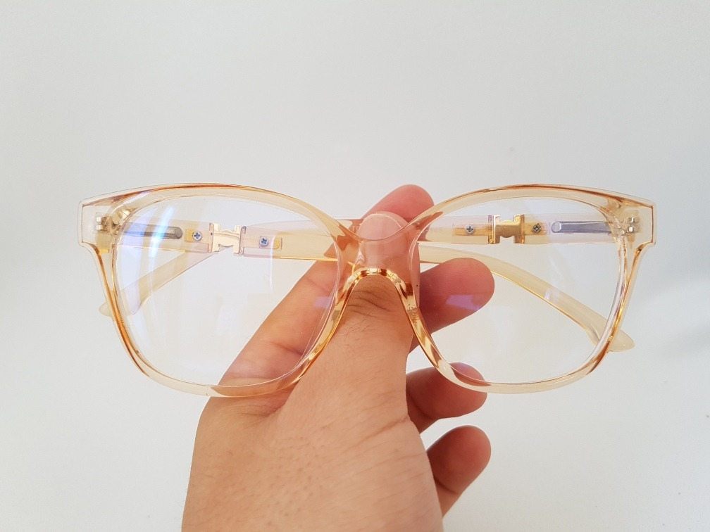 1744c9433ddd0 armação oculos grau feminino quadrada transparente dourado. Carregando zoom.