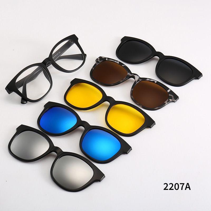 Armação Para Óculos De Grau + 5 Lentes Clip On De Sol - R  180,00 em ... d38c84d4ca