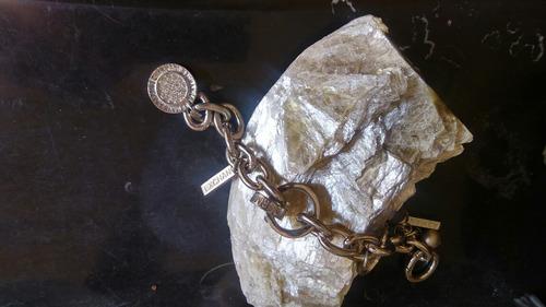 armany. cadena de plata con brillantes fina.
