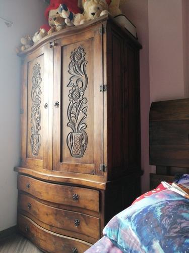 armario colonialen excelente condiciones,80 de alto x 1,06