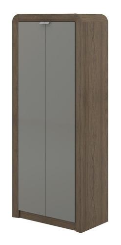 armario con estantes y puerta