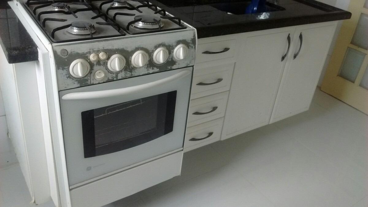 Armário Cozinha, Fogão, Exaustor E Mesa Dobravel  R$ 450,00 em