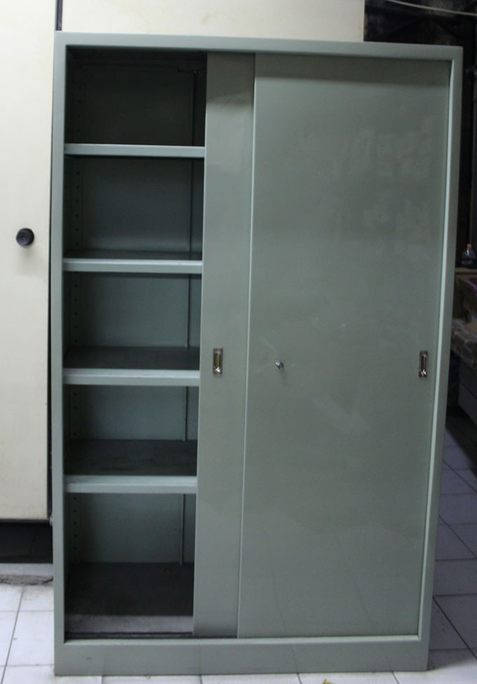 Armário De Ferro Com Porta De Correr R$ 150,00 em