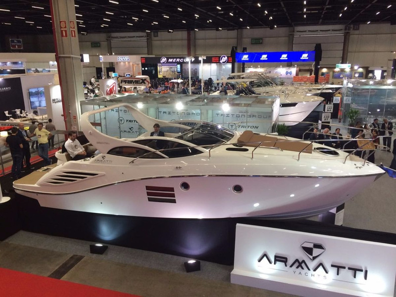 armatti 350 gran cabrio - lancamento - armatti yachts