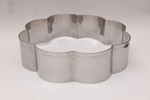 aro cortador margarida para bolo em aço inox 25x8cm