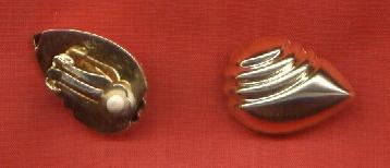 aros de fantasía dorados forma almendra con clip ex estado