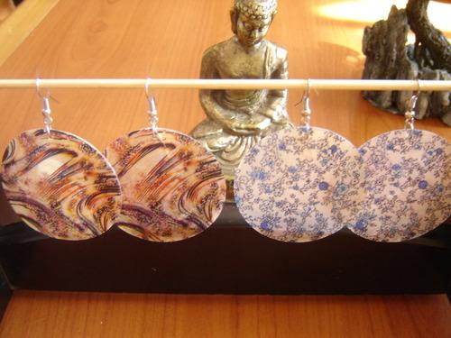 aros de nácar pintados hechos a mano,  $ 1.000 (el par)
