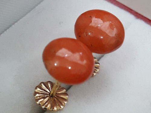 aros de oro 18 kilates y piedra coral esponja