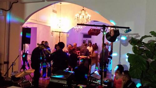 arquilel de proyector, luces, bocinas, audiovisual premiun