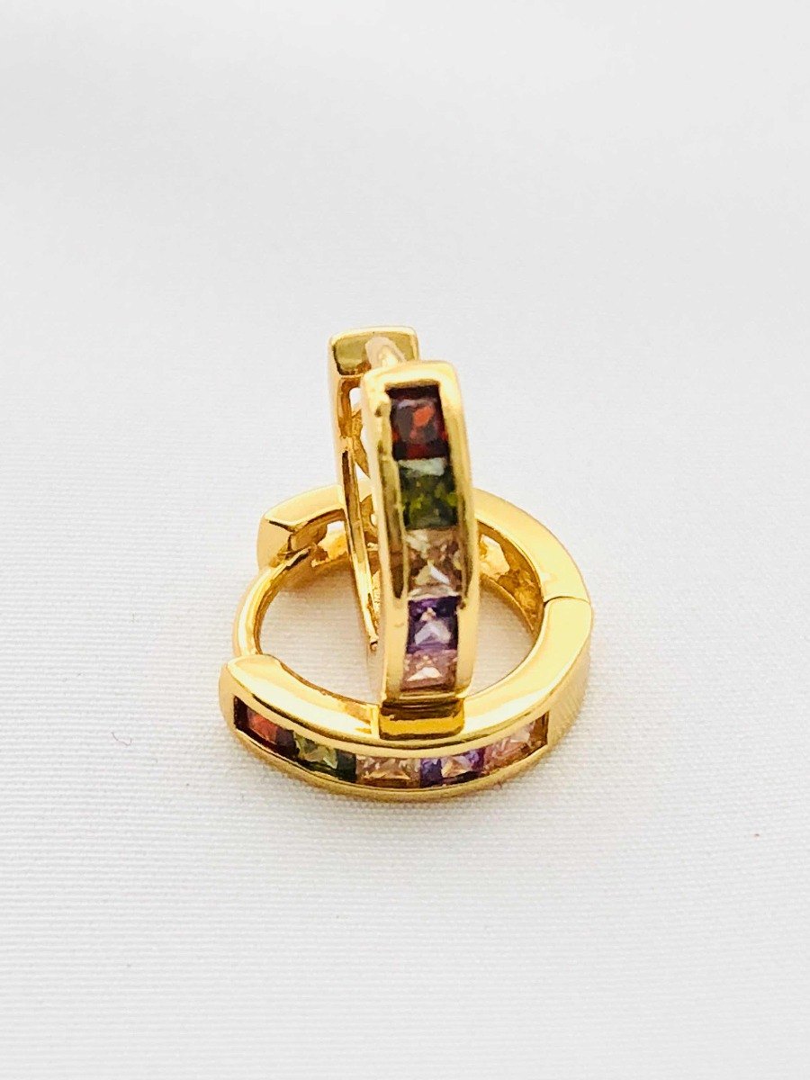 a4282eddb8a6 arracadas para niña zirconias colores de 1.4 cms en oro lam. Cargando zoom.