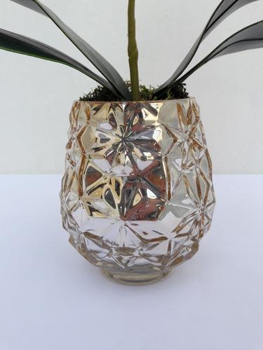 arranjo de orquídea artificial em vaso de vidro metalizado